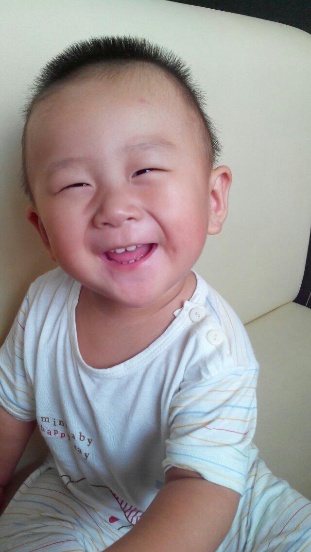 笑眼大眼睛可爱婴儿萌照
